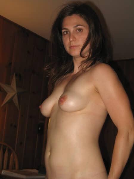 Chienne sexy cherche un libertin sur les Alpes-de-Haute-Provence pour du plan q