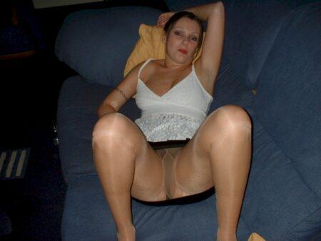 Coquine de cougar soumise pour homme séduisant souvent disponible
