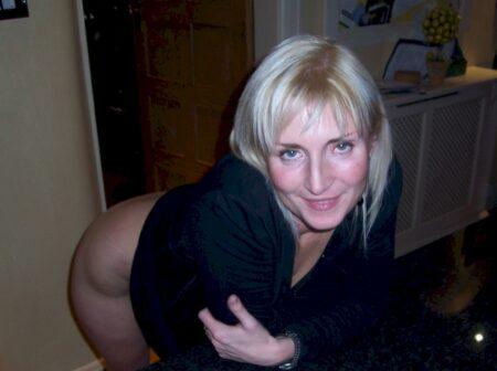 Coquine sexy soumise pour amant sérieux assez souvent dispo
