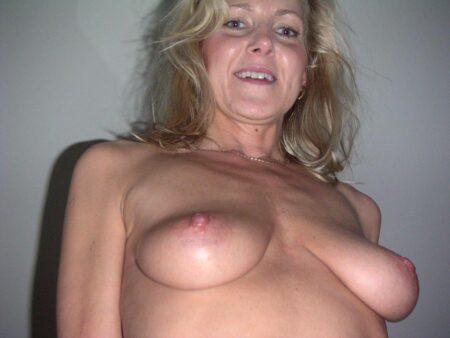 Site de rencontre discrète : Annonce erotique pour plan chaud ! Cougar coquine docile pour libertin séduisant