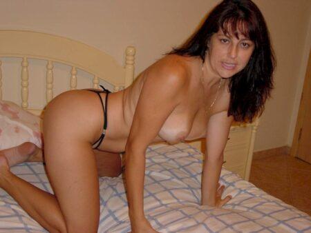 Cougar coquine très sexy recherche un homme novice