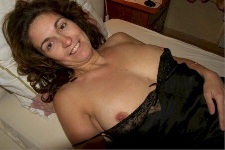 Cougar sexy célibataire depuis pas longtemps