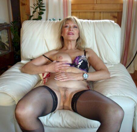 Femme cougar sexy pour un dial coquin et plus