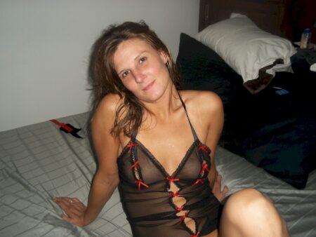 Recherche un célibataire accueillant qui aimerait un plan cul hot sans lendemain